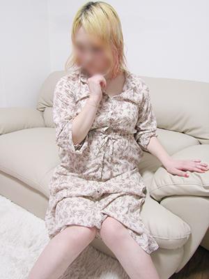 町田人妻デリヘル【熟女の風俗最終章 町田店】つばき